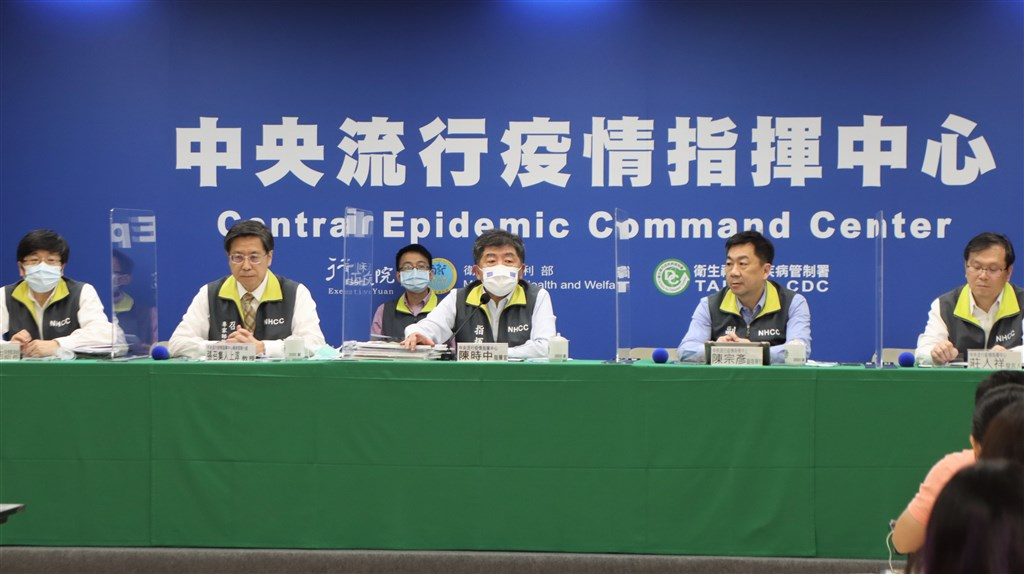 Health Minister Chen Shih-chung (center) hosts Tuesday