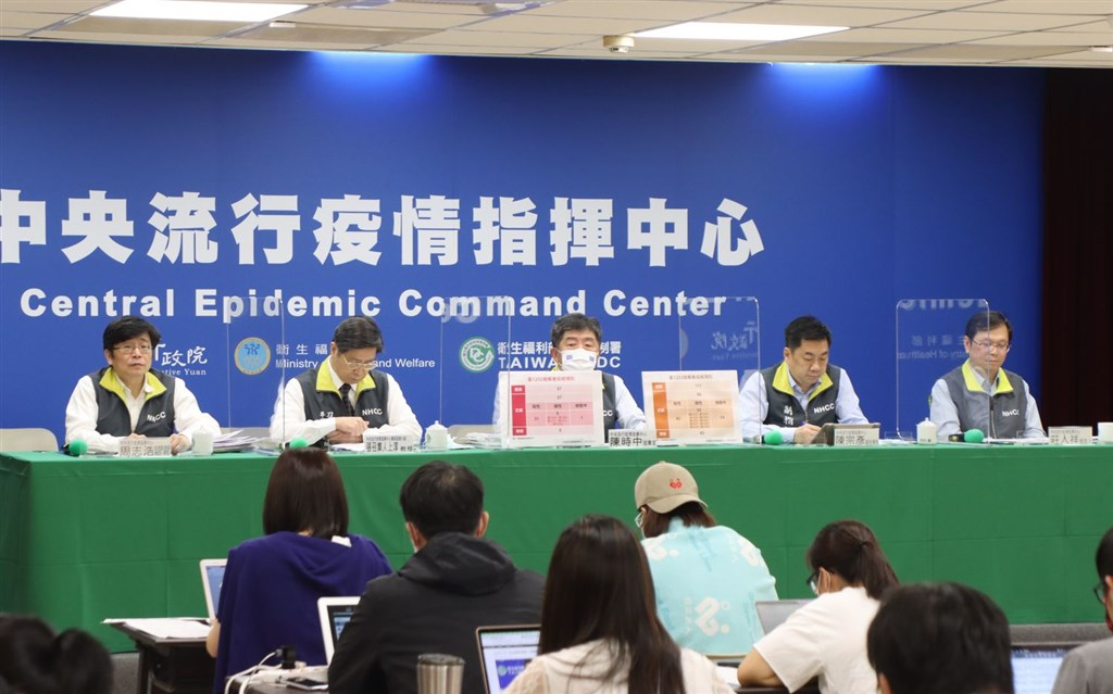 Health Minister Chen Shih-chung (center) hosts Wednesday