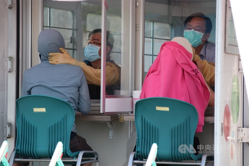 A rapid testing site set up at Changhua Hospital amid rising number of new COVID-19 cases in central Taiwan. CNA photo May 17, 2021