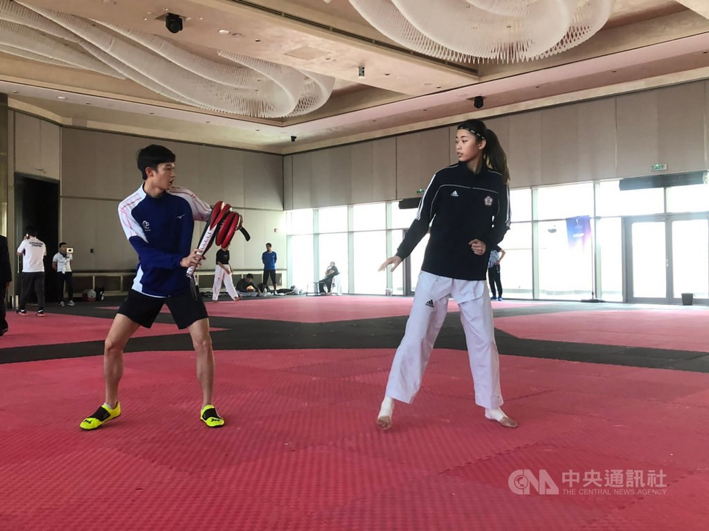 Lo Chia-ling (羅嘉翎, right). Photo courtesy of Chinese Taipei Taekwondo Association