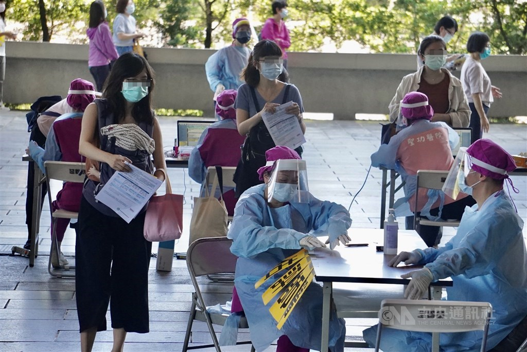 One of the four new vaccination sites set up in Kaohsiung on Wednesday. CNA photo June 2, 2021