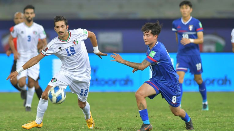 Taiwan midfielder Emilio Estevez Tsai (蔡立靖, front, right) chases for possession of the ball against Kuwait forward Ahmad Zanki (front, left). Photo courtesy of Kuwait Football Association
