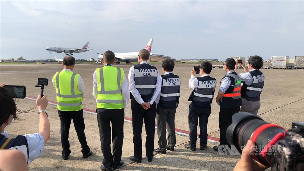 Officials including AIT Director Brent Christensen and Health Minister Chen Shih-chung watch the landing of the China Airlines plane that carries the COVID-19 vaccine donated from the U.S. at Taiwan Taoyuan International Airport Sunday. CNA photo June 20, 2021