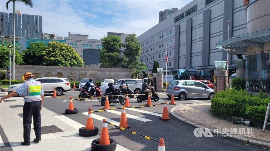 A man directs traffic at a tech park in Miaoli County. CNA file photo