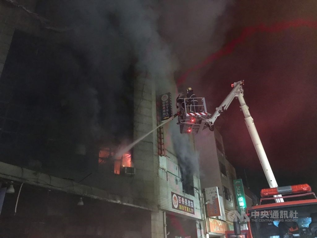 Firefighters putting out the fire at a quarantine hotel in Changhua. CNA photo July 1, 2021