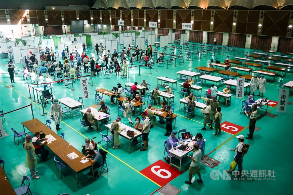 A mass vaccination site in New Taipei. CNA photo July 3, 2021