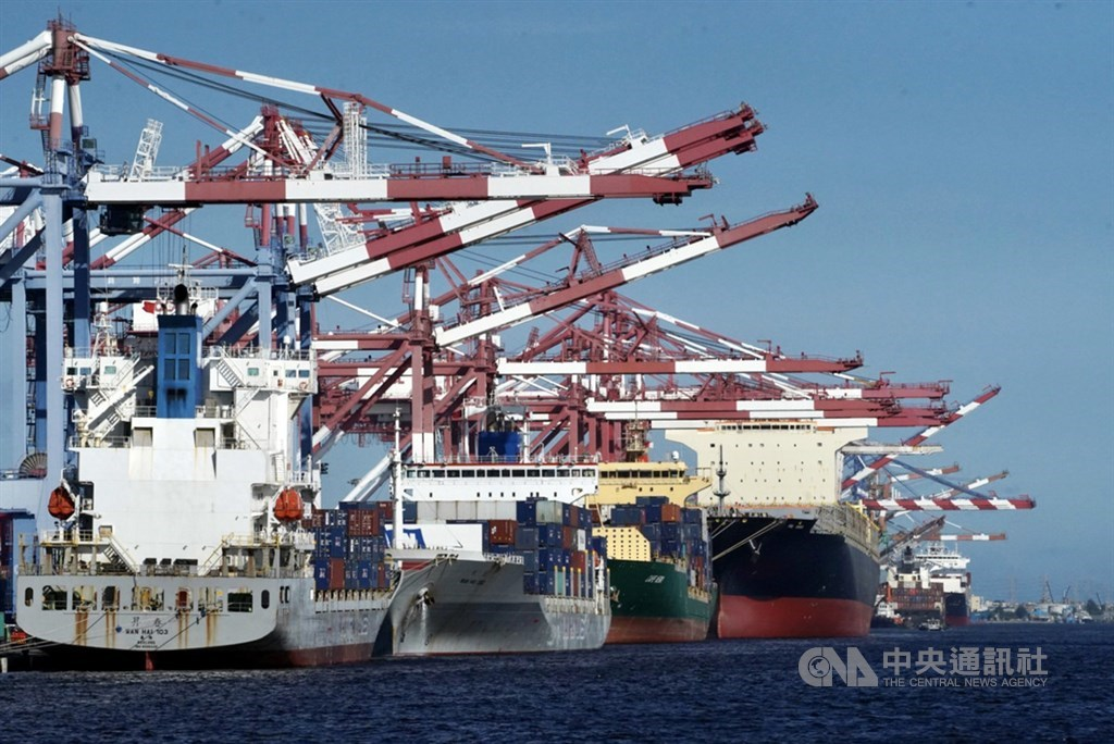 Cargo ships in Kaohsiung. CNA photo July 7, 2021