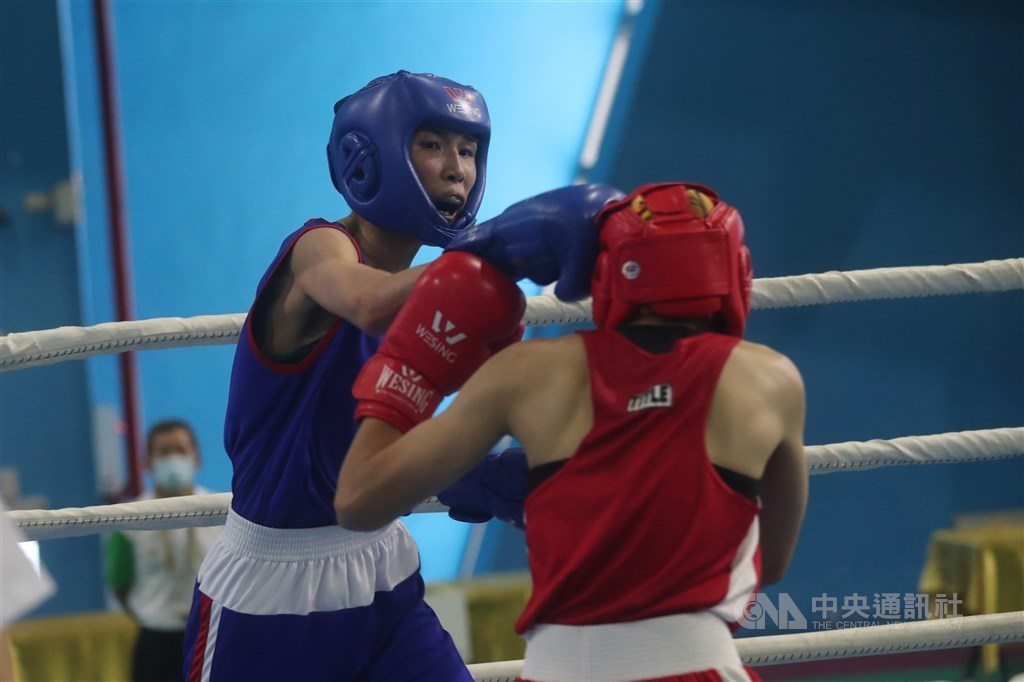 Taiwanese boxer Huang Hsiao-wen (in blue). CNA file photo