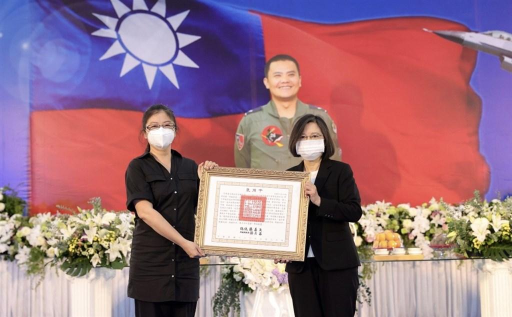 President Tsai Ing-wen (right) and Chiang
