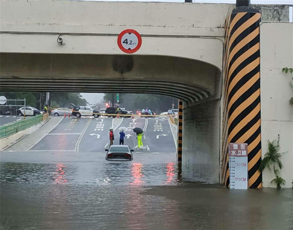 An underpass is flooded Saturday morning. Photo courtesy of Tainan City Police Department