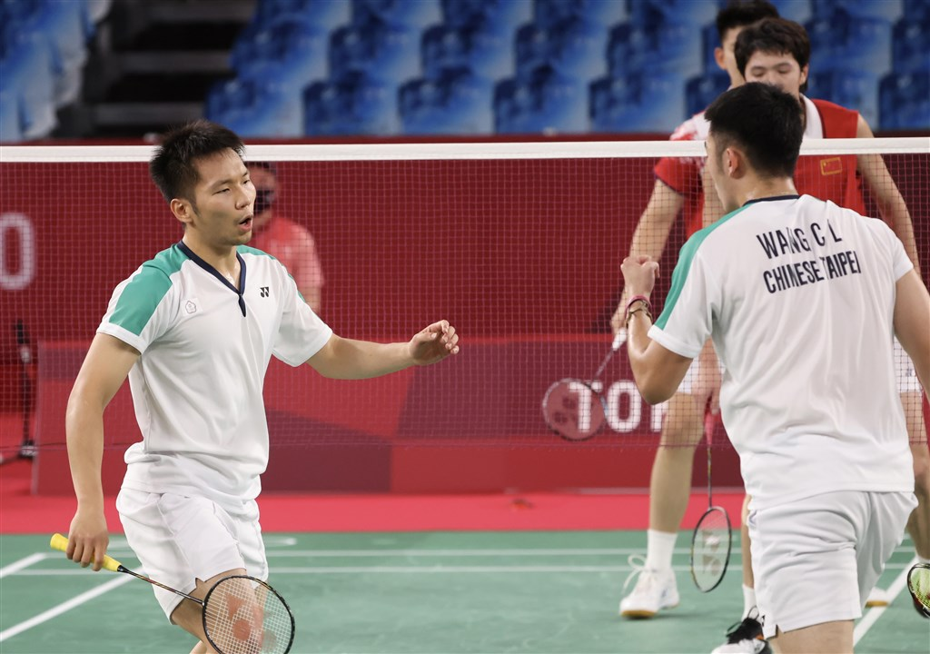 Lee Yang (front, left) and Wang Chi-lin in the gold medal match against a team from China. CNA photo July 31, 2021