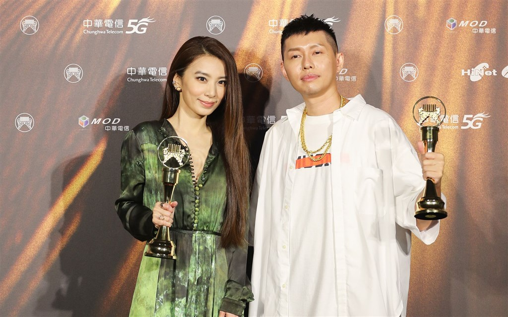 Hebe Tien (left) and Soft Lipa, both winners of three Golden Melody Awards for their respective albums. CNA photo Aug. 21, 2021