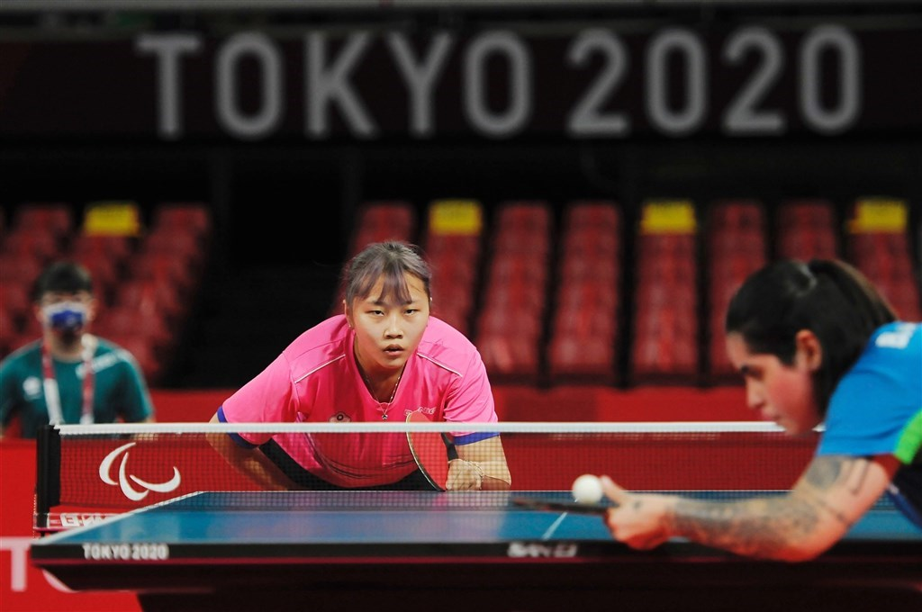 Tien Shiau-wen (left) plays against Bruna Costa Alexandre of Brazil in the semifinals. Photo courtesy of the Sports Administration