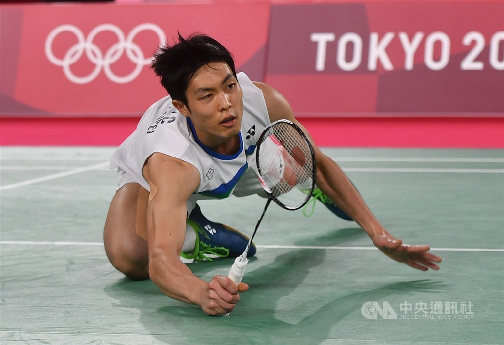 Chou Tien-chen returns a shot during a match at the Tokyo Olympics in July. CNA file photo