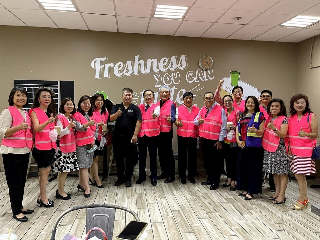 Taiwanese-American entrepreneur Alan Yu (in black). CNA photo Sept. 11, 2021
