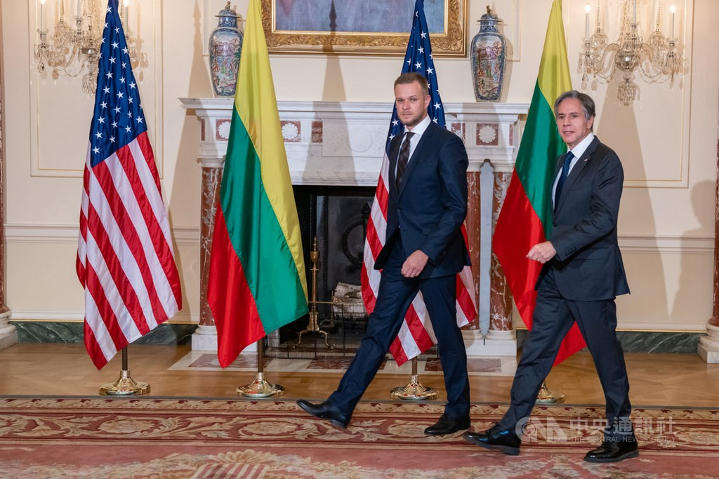 Lithuanian Foreign Minister Gabrielius Landsbergis (left) and U.S. Secretary of State Antony Blinken. Photo courtesy of the United States Department of State
