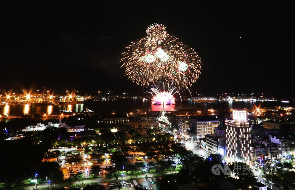 A trial release of fireworks in preparation of the National Day. CNA photo Sept. 23, 2021
