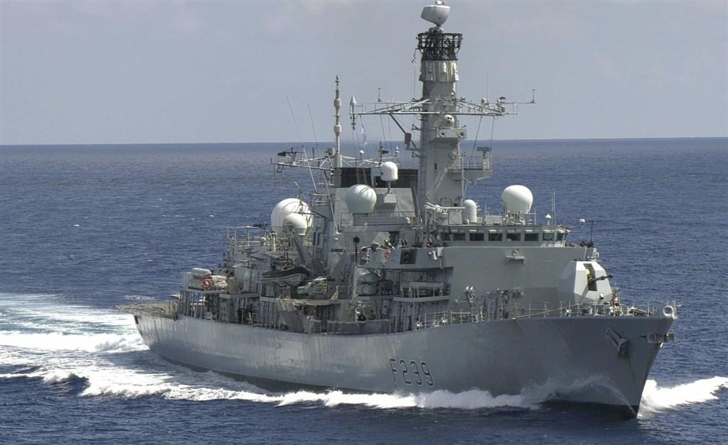 British warship passing through Taiwan Strait - Focus Taiwan