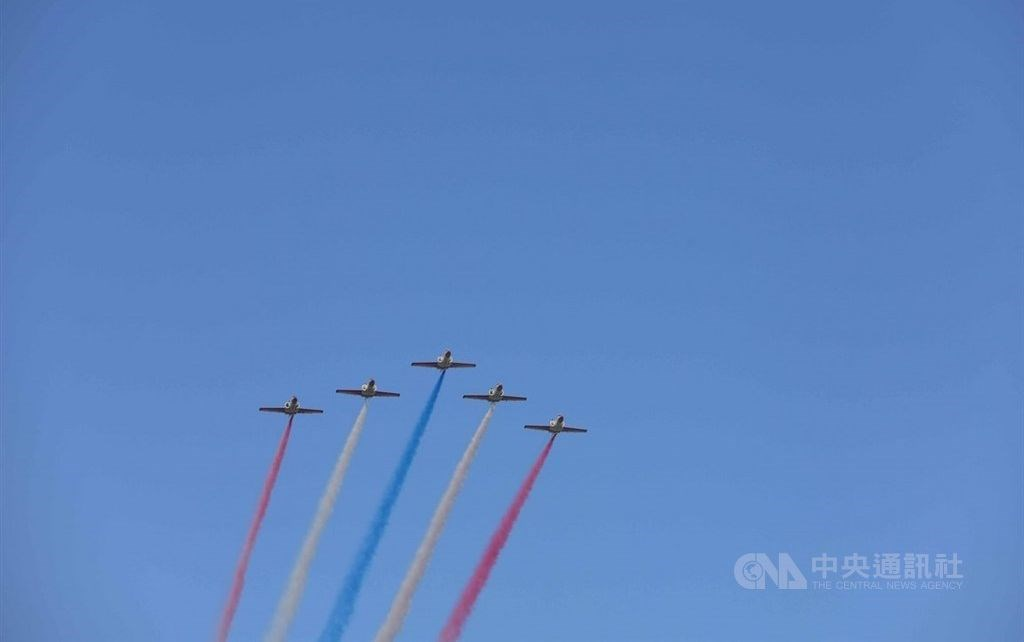 Five jet trainers release plumes of colored smoke during the rehearsal on Tuesday. CNA photo Oct. 5, 2021