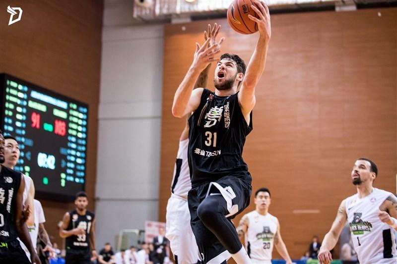 American basketball player William Artino. Image from Formosa Taishin Dreamers Facebook
