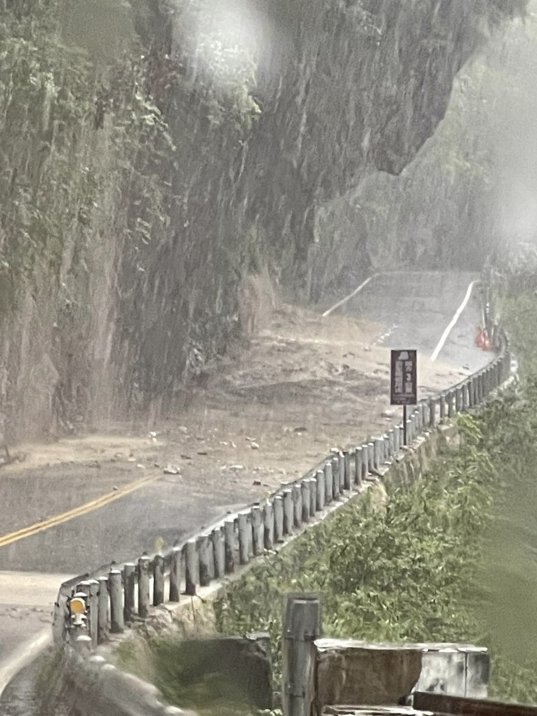 A section of the Provincial Highway No. 8 in Hualien, which is closed Wednesday. Photo courtesy of the Directorate General of Highways