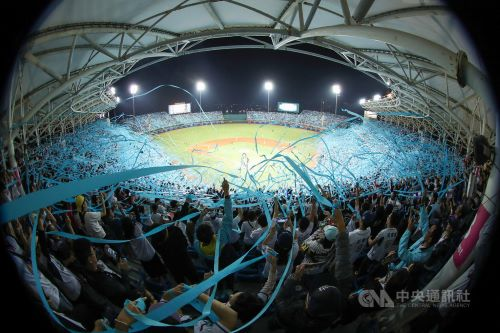 20 000 Fans Bid Farewell To Lamigo Monkeys In Taoyuan Focus Taiwan