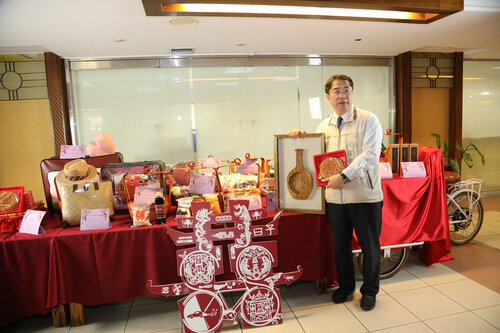 Tainan to give top model 12 products as wedding gifts