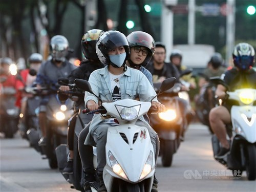 Owners to receive NT$5,000 each for retiring old 4-stroke scooters