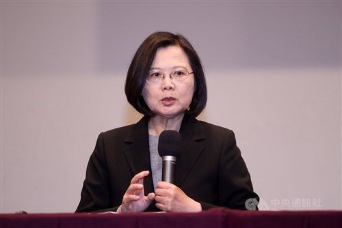 Before the elections, the president of Taiwan calls China