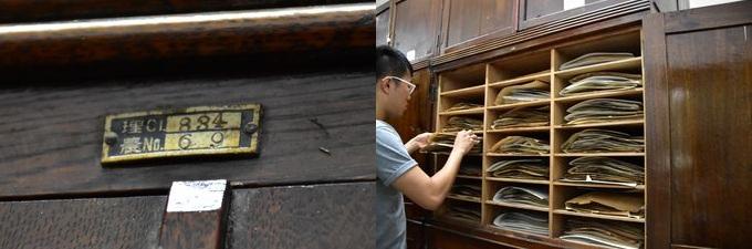 """架子頂部的標籤上有"""" Riku""""一詞(左),保留了台北帝國時代的殘餘物。 架子上裝滿了標本(右)"""