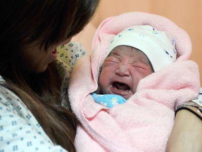 昨年の合計特殊出生率、1.07に回復