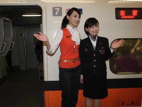 JR九州乗務員ら、台湾新幹線での研修終えて涙のお別れ