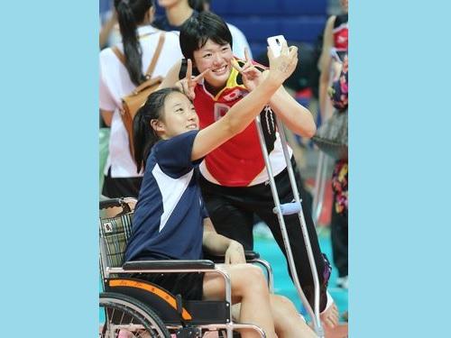 負傷した日韓の選手、交流深める  ジュニア女子バレー/台湾