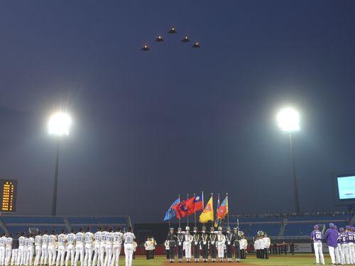 戦闘機ミラージュの編隊飛行、台湾プロ野球に花添える