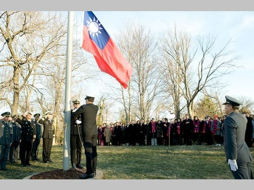 断交以来36年ぶり  旧駐米大使公邸で国旗掲揚式/台湾