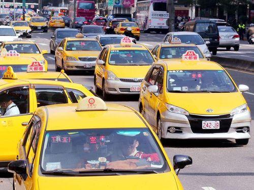 台北などのタクシー料金、10月から値上げの見通し/台湾