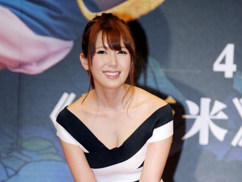自身の主演映画「サシミ」のPRイベントに臨む波多野結衣=2015年4月24日、台湾・台北