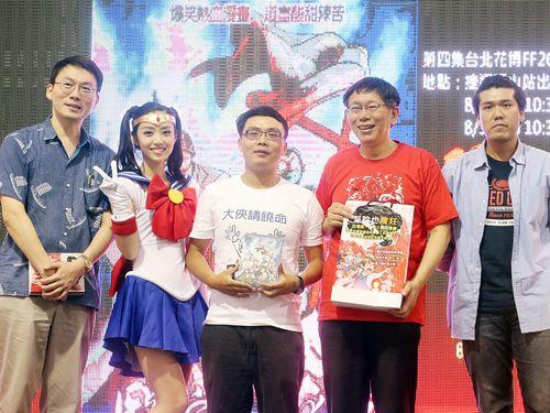 同人イベントに登場した柯文哲市長(右2)