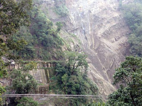 阿里山森林鉄道、新たな土砂崩れ発見  年末の全線開通断念/台湾