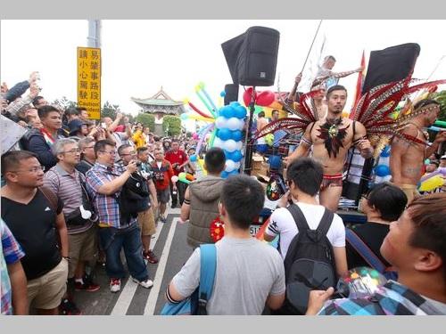 台北でアジア最大のLGBTパレード  総統候補もエール/台湾