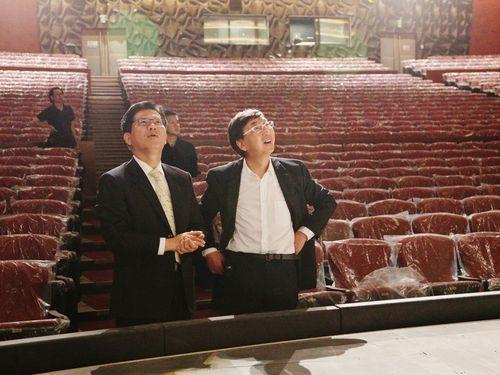 左から林佳龍台中市長、伊東豊雄氏=台中市政府提供
