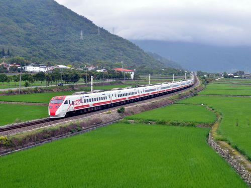 台鉄の特急列車「プユマ号」