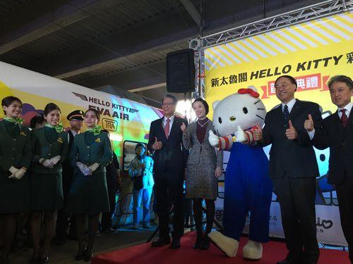 世界初  台湾鉄道のキティ特急が「出発進行」  観光振興狙う