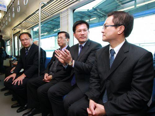 林佳龍台中市長(右2)