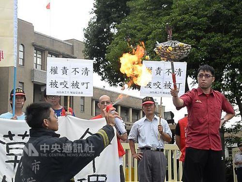 「もういやだ」  危険なヘビやハチの捕獲・駆除に消防隊員らが反発/台湾