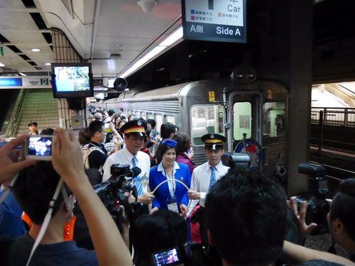 デビュー50周年の花形特急列車が復活運転  力強く台湾半周