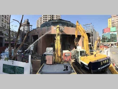 寧夏夜市近くのロータリー  建物主要構造部の取り壊し始まる/台湾