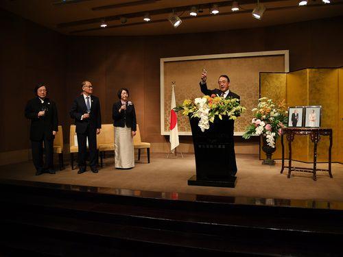 邱義仁・亜東関係協会会長(左1)、李大維・外交部長(左2)、沼田幹男・交流協会台北事務所代表(右)