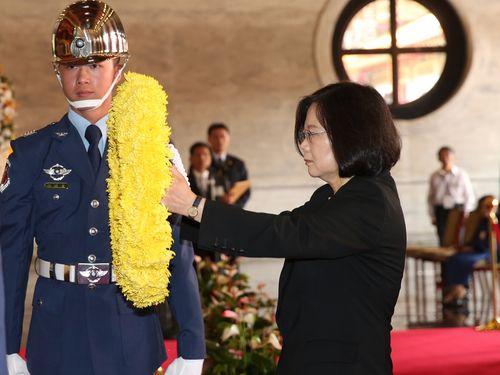 蔡総統、抗日戦争の戦没者らまつる祠参拝  改革推進への決意表明/台湾