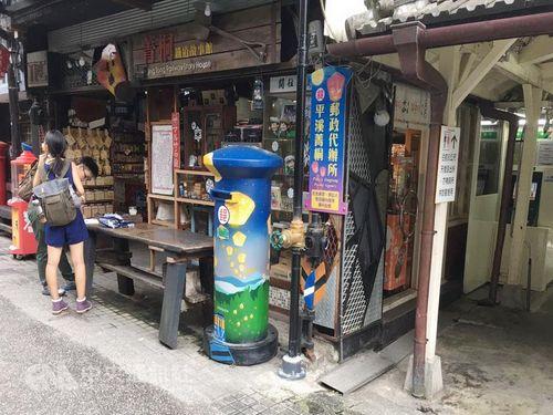 新北市のランタン郵便ポスト  観光客が旅の思い出を投函/台湾